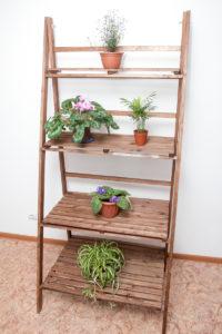 Деревянный стеллаж для цветов